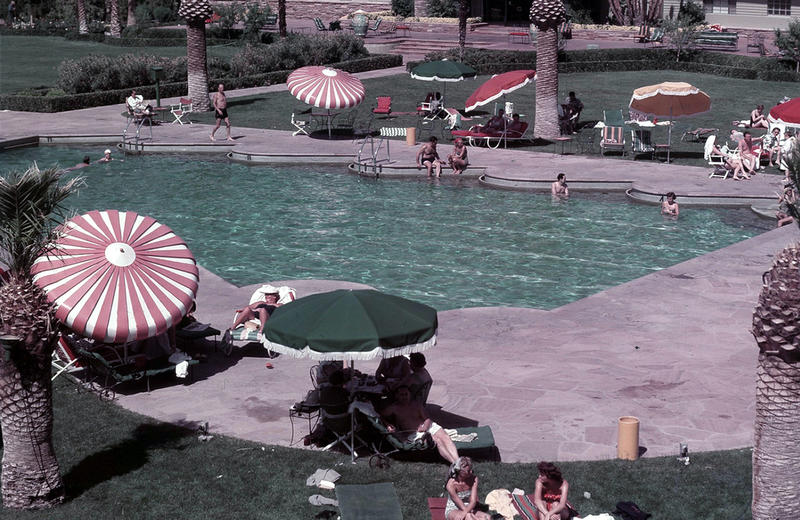Las Vegas pool with fancy sides but lines on bottom